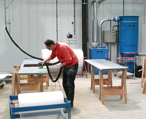 Man working with dust extraction